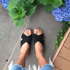 BC black sandals